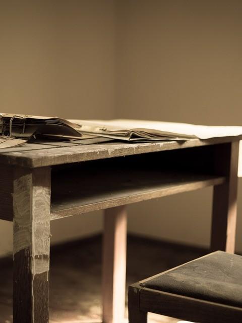 desk-947274_960_720[1]